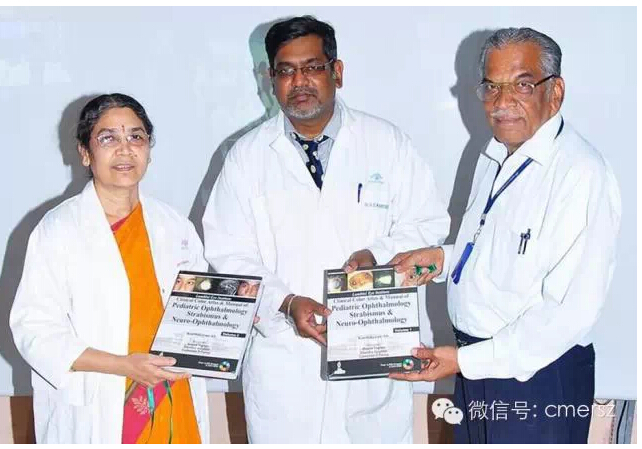 卡医生曾撰写多本眼科教科书,此图摄于他的新书发布会,嘉宾包括瑞文眼科中心小儿眼科和成人斜视部的Namperumalsamy教授和P.Vijayalakshmi教授。